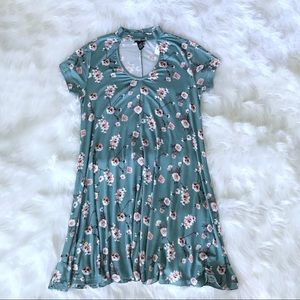 Womens floral print dress size medium.